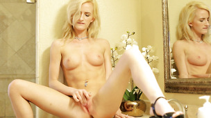 Vigorous bombshell Skylar Green knows how to ride a prick passionately